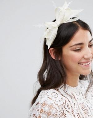 Elegance Обруч для волос с бантиком и вуалеткой Boardmans. Цвет: кремовый