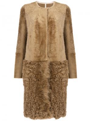 Пальто из меха ягненка и козы Yves Salomon. Цвет: коричневый