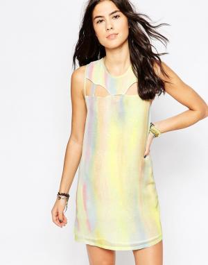 RVCA Цельнокройное платье без рукавово с эффектом металлик. Цвет: белый