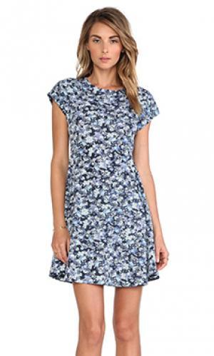 Платье с рукавами-фонариками Charles Henry. Цвет: синий