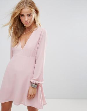 WYLDR Чайное платье с глубоким V-образным вырезом и завязками на рукавах Wyl. Цвет: розовый