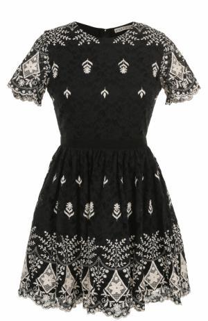 Кружевное мини-платье с контрастной вышивкой Alice + Olivia. Цвет: черно-белый