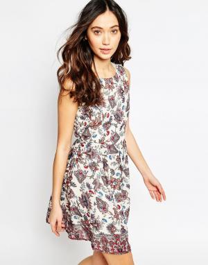Iska Приталенное платье с принтом пейсли. Цвет: мульти