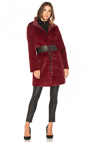 Пальто из искусственного меха mina Velvet by Graham & Spencer. Цвет: красное вино