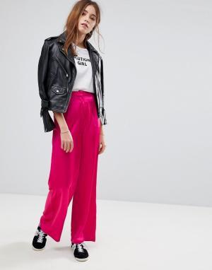 Glamorous Атласные широкие брюки. Цвет: розовый