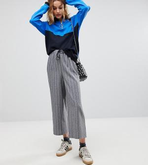 Reclaimed Vintage Брюки в полоску с широкими штанинами и поясом на шнурке Vint. Цвет: серый