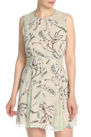 Полуприлегающее платье с отделкой из гипюра BCBG Max Azria. Цвет: цветной