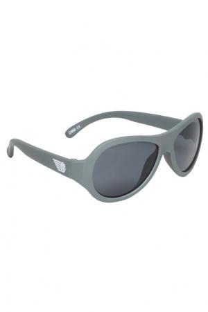 Серые солнцезащитные очки Babiators. Цвет: серый