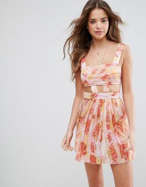 ASOS Розовое пляжное шифоновое платье с вырезами и пальмами. Цвет: мульти