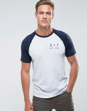 Abercrombie & Fitch Синяя облегающая футболка с рукавами реглан и логотипом. Цвет: синий