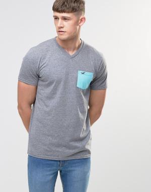 Hollister Серая футболка слим с карманом и V-образным вырезом. Цвет: серый