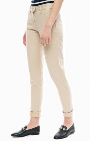 Бежевые брюки чиносы из хлопка Tommy Hilfiger. Цвет: бежевый