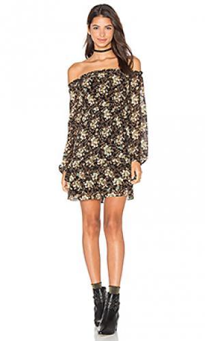 Платье с открытыми плечами emma WAYF. Цвет: черный