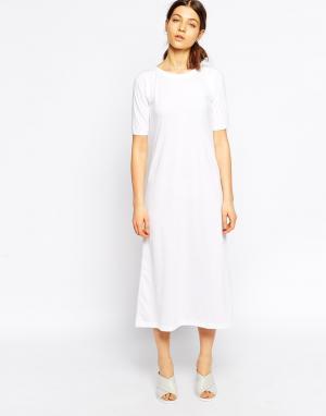 Tired Of Tokyo Платье с удлиненным подолом и рукавами 3/4. Цвет: белый
