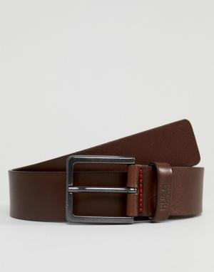 HUGO Коричневый кожаный ремень с логотипом на тренчике. Цвет: коричневый