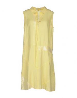 Платье до колена LA FABBRICA DEL LINO. Цвет: желтый