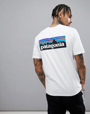 Patagonia Белая футболка с логотипом на спине P-6. Цвет: белый