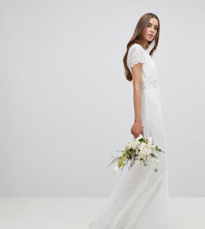 Amelia Rose Tall Платье макси с глубоким вырезом и кружевной отделкой RoseTall. Цвет: белый