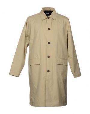 Легкое пальто STUSSY. Цвет: песочный
