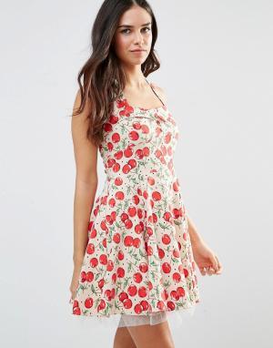 Iska Короткое приталенное платье в стиле 50-х с принтом вишен. Цвет: кремовый