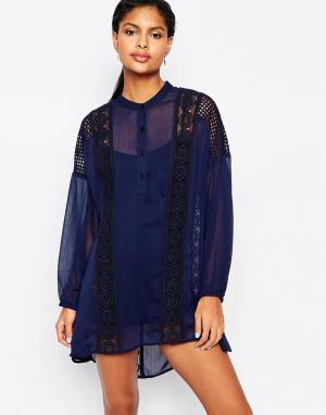 Moon River Свободное платье с кружевной отделкой и рукавами-колокол. Цвет: темно-синий