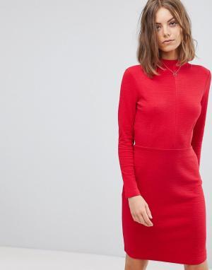 Esprit Облегающее платье с высоким воротом. Цвет: красный