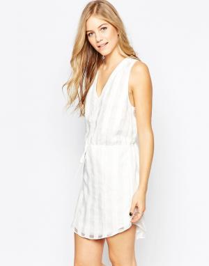Adelyn Rae Белое платье в клетку с завязкой на талии. Цвет: белый