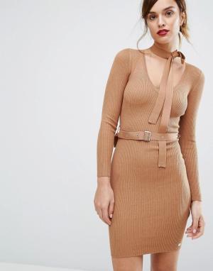 Lipsy Платье-джемпер с ремнем и завязкой на горловине. Цвет: рыжий