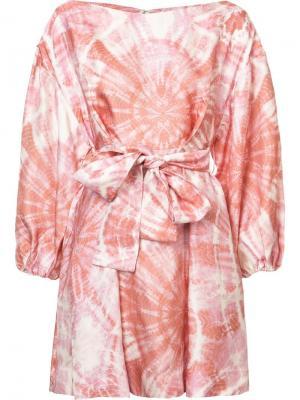Расклешенное платье с узором тай-дай Zimmermann. Цвет: розовый и фиолетовый