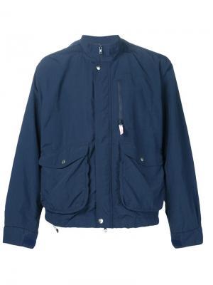 Короткая парка с объемными карманами Battenwear. Цвет: синий