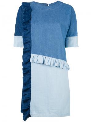 Джинсовое платье лоскутного кроя Sjyp. Цвет: синий