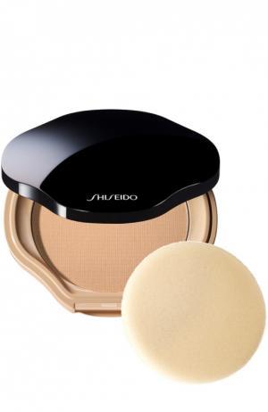 Компактная пудра с полупрозрачной текстурой, оттенок B40 Shiseido. Цвет: бесцветный