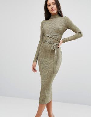 Lavish Alice Платье миди с запахом и эффектом металлик. Цвет: золотой