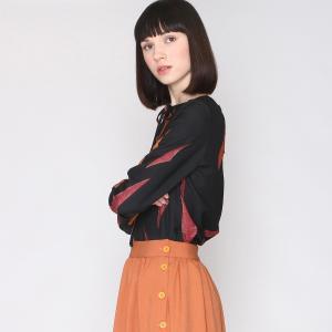 Блузка с принтом, на пуговицах и завязками вырезе PEPALOVES. Цвет: черный/ карамельный