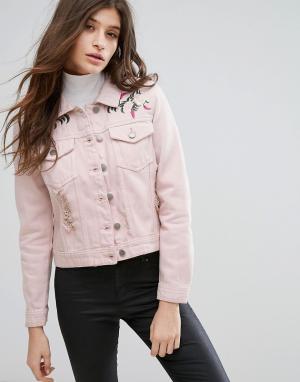 Influence Розовая джинсовая куртка с потертой отделкой и вышивкой. Цвет: розовый