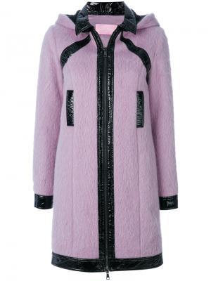 Пальто с капюшоном и лакированной отделкой Giamba. Цвет: розовый и фиолетовый