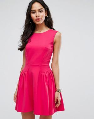 Closet London Короткое приталенное платье с мелкими складками. Цвет: розовый