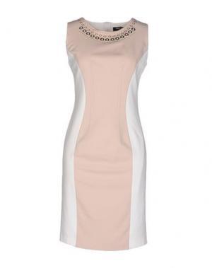 Короткое платье CHIARA D'ESTE. Цвет: бежевый