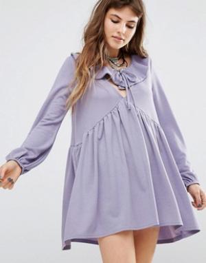 Rokoko Платье с присборенной юбкой, оборкой и завязкой спереди. Цвет: фиолетовый