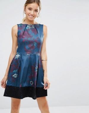 Closet London Платье с цветочным принтом и кружевным краем. Цвет: синий