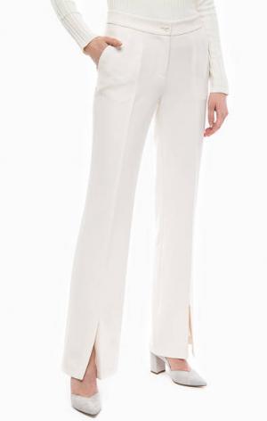 Расклешенные брюки молочного цвета Gaudi. Цвет: молочный