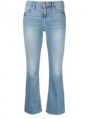 Укороченные расклешенные брюки Frame Denim. Цвет: синий