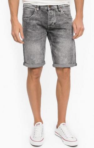 Серые джинсовые шорты Wrangler. Цвет: серый