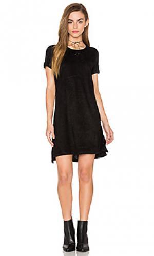 Платье с замшевыми вставками короткий рукав Bishop + Young. Цвет: черный