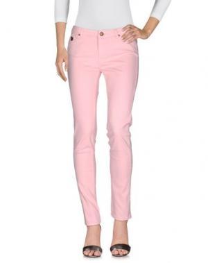 Джинсовые брюки DUCK FARM. Цвет: розовый