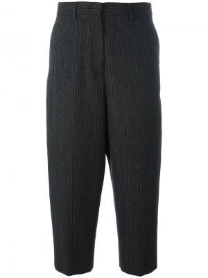 Укороченные полосатые брюки Alberto Biani. Цвет: серый