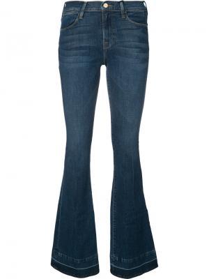 Выбеленные расклешенные джинсы Frame Denim. Цвет: синий