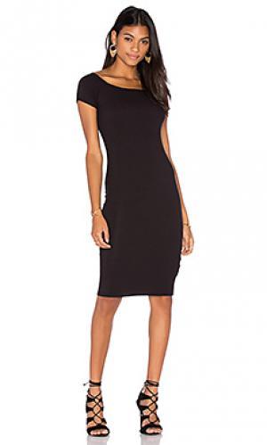 Платье в рубчик с коротким рукавом Lisakai. Цвет: черный
