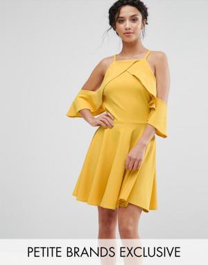 John Zack Petite Платье мини с вырезами на плечах и рюшами. Цвет: желтый