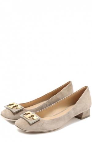 Замшевые туфли с пряжкой на низком каблуке Tory Burch. Цвет: серый